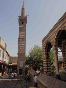 Seyh Mutahhar Camii (1512) with detached minaret standig on 4 'legs', Diyarbakir