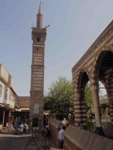 Seyh Mutahhar Camii (1512) with detached minaret standig on 4 'legs', Diyarbakir